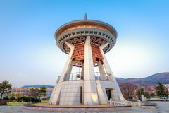 De klok van de Gimhaeburger, een reusachtige die klok in het centrum van de Gimhae-stad wordt geplaatst Stock Foto
