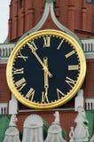 De klok van het Kremlin op de Spasskaya-Toren, het Kremlin, Moskou, Rusland stock fotografie