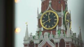 De Klok van het Kremlin op de Spasskaya-Toren stock videobeelden