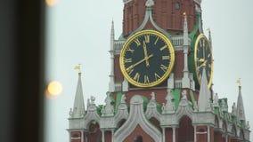 De Klok van het Kremlin op de Spasskaya-Toren stock footage