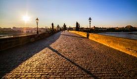 de klok van 5 o ` in de ochtend Charles Bridge praag Tsjechische Republiek royalty-vrije stock fotografie