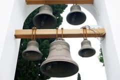 De klokken in de kerkklokketoren Royalty-vrije Stock Foto's