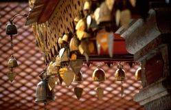 De klokken van het hart bij Boeddhistische tempel Royalty-vrije Stock Foto's