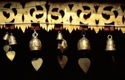 De klokken van het hart bij Boeddhistische tempel Stock Foto