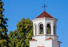 De klokketoren van de belangrijkste kerk in Klisurski-Klooster Royalty-vrije Stock Foto