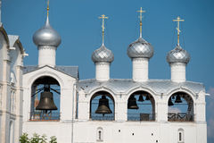 De klokketoren van de Dormition-Kathedraal in het Kremlin van Rostov Royalty-vrije Stock Fotografie