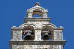 De Klokketoren van de kerk Stock Afbeeldingen
