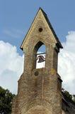 De Klokketoren van de kerk Stock Foto's