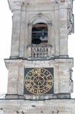 De klokketoren van de kerk met klok Stock Afbeelding