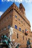 De klokketoren van het Oude Paleis (Palazzo Vecchio) in Signoria-Vierkant, Florence (Italië). Stock Foto