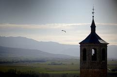 De klokketoren van het silhouet in Avila, Spanje stock foto