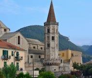 De klokketoren van San Biagio Basilica, Finalborgo Stock Afbeeldingen