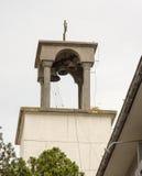 De klokketoren van St Ivan Rilski kerk in Bourgas, Bulgarije Stock Fotografie