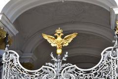 De Kluis Gouden Eagle van het decoratiepunt Stock Foto's