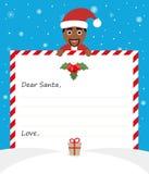 De knappe Afrikaanse Amerikaanse Kerstman in eenvormig kostuum houdt een document en glimlachen vriendschappelijk Stock Foto