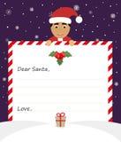 De knappe Aziatische Kerstman in eenvormig kostuum houdt een document en glimlachen vriendschappelijk Royalty-vrije Stock Foto's