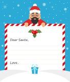 De knappe Aziatische Kerstman in eenvormig kostuum houdt een document en glimlachen vriendschappelijk Vrolijke Kerstmis en Gelukk Stock Foto's