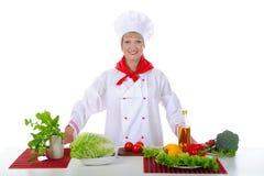 De knappe chef-kok bereidt ontbijt voor. Royalty-vrije Stock Afbeeldingen