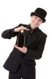 Retro modieuze mens toont fles met alcohol aan royalty-vrije stock foto
