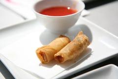 De knapperige Broodjes van de Lente en Onderdompelende Saus Stock Foto