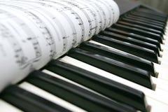 De knopen en de nota's van de piano Stock Afbeeldingen