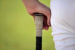 De knuppel van het de holdingshonkbal van de speler Royalty-vrije Stock Foto