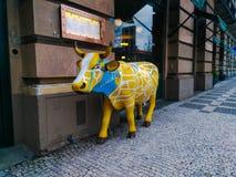 De koe bij het restaurant in Praag royalty-vrije stock foto's