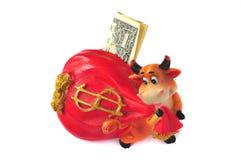 De koe van het spaarvarken met de één dollar royalty-vrije stock foto