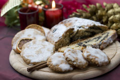 De koekjes en de cake van Kerstmis Stock Foto