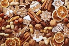De koekjes en de kruiden van de peperkoek Stock Afbeeldingen