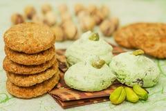 De koekjes en het schuimgebakje van de stapel Royalty-vrije Stock Afbeelding