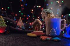 De koekjes en de kop thee van Kerstmis Royalty-vrije Stock Afbeelding
