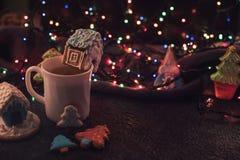 De koekjes en de kop thee van Kerstmis Royalty-vrije Stock Foto