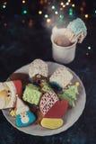 De koekjes en de kop thee van Kerstmis Royalty-vrije Stock Fotografie