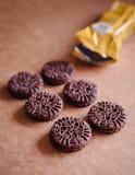 De Koekjes van de chocoladesandwich met Chocolade binnen Room Royalty-vrije Stock Foto