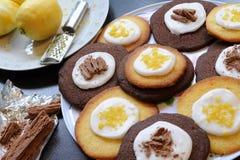 De Koekjes van de citroen en van de Chocolade stock afbeelding