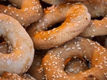 De koekjes van de sesam bij een markt in Jeruzalem Royalty-vrije Stock Foto's