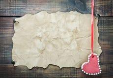De koekjes van de valentijnskaart in de vorm van hart Stock Afbeeldingen