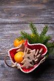 De koekjes van de havermeelpeperkoek in de vorm van Kerstboom Stock Foto