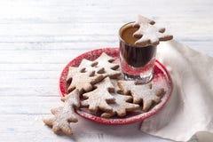 De koekjes van de havermeelpeperkoek in de vorm van Kerstboom Royalty-vrije Stock Foto's