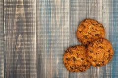 De koekjes van het havermeel met chocoladeschilfers royalty-vrije stock afbeeldingen