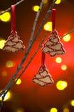 De koekjes van Kerstmis als boomdecoratie stock afbeeldingen