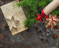 De koekjes van Kerstmis Bakselingrediënten, receptenboek, deegrol Stock Foto's