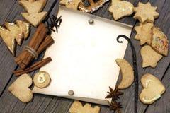 De koekjes van Kerstmis en oud uitstekend leeg document Royalty-vrije Stock Foto's