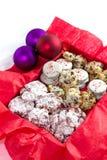 De koekjes van Kerstmis op een witte achtergrond Stock Foto's