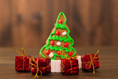De koekjes van Kerstmis spaanderkoekjes op rustieke houten lijst Vakantiecake vakantiekoekje Koekjes Gestapelde chocoladeschilfer Royalty-vrije Stock Afbeeldingen