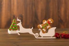 De koekjes van Kerstmis spaanderkoekjes op rustieke houten lijst Vakantiecake vakantiekoekje Koekjes Gestapelde chocoladeschilfer Royalty-vrije Stock Foto's