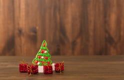De koekjes van Kerstmis spaanderkoekjes op rustieke houten lijst Vakantiecake vakantiekoekje Koekjes Gestapelde chocoladeschilfer Stock Fotografie