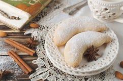 De koekjeshalve maan van de Kerstmis eigengemaakte suiker Stock Foto's