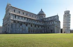 De koepel en de leunende toren van Pisa - Italië royalty-vrije stock afbeelding